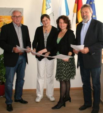 Bürgermeister Sebastian Satzl, stv. Landrätin Christel Engelhard, Fraktionsvorsitzende Ruth Müller, Kreisrat Arno Wolf