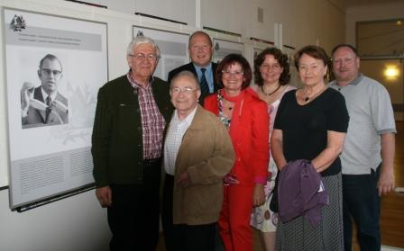 Gruppenbild der Veranstalter mit Referentin MdL Christa Naaß (4. v. l.)
