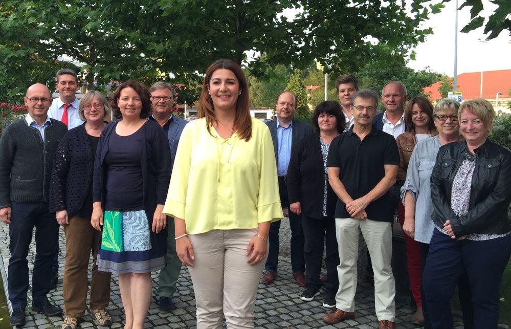 Einstimmiges Votum des SPD-Kreiverbands für eine Bundestagskandidatur gab es für Kreisrätin Filiz Cetin (vorne, Mitte)