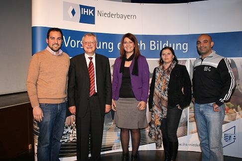 Ugur Sahin, Regierungspräsident Heinz Grunwald, Filiz Cetin, Marion C. Winter, Django Asül(Foto v. l. n. r.)