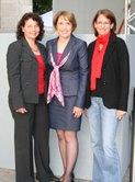 SPD-Kreisvorsitzenden Ruth Müller (links) und Kerstin Schanzer (rechts), Landtagsabgeordnete Annette Karl (mitte)