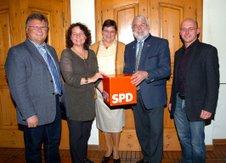 Die SPD arbeitet an Alternativen zu den Hauptschulverbünden und ließ sich von MdL Martin Güll (2. von rechts) beraten.