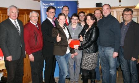 Die Ehrengäste freuen sich über den neuen SPD-Ortsverein in Vilsheim