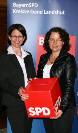die beiden SPD-Kreisvorsitzenden Kerstin Schanzer und Ruth Müller