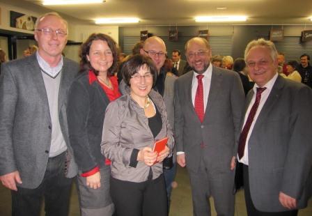 im Gespräch mit dem Präsidenten des Europäischen Parlaments, Martin Schulz (2. v. r.)