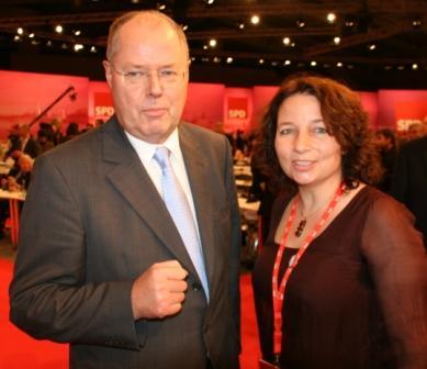 SPD-Kanzlerkandidat Peer Steinbrück und die Landshuter Kreisvorsitzende Ruth Müller