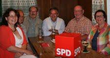 SPD-Kreisvorsitzende Ruth Müller (links) im Kreise der Bodenkirchener Vorsitzenden Sebastian Ferwanger (2. von rechts).