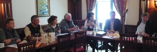 MdL Maria Noichl (5. v. l.) und Josef Kollmannsberger (2. v. r.) im Gespräch mit Vertretern der Verbände